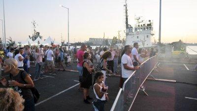 По-малко от 500 души дойдоха на първата фестивална вечер. Снимки Черноморие-бг