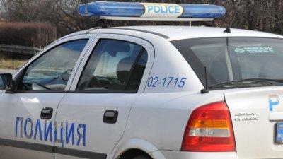Полицаи са евакуирали живущите във входа. Снимка Архив Черноморие-бг