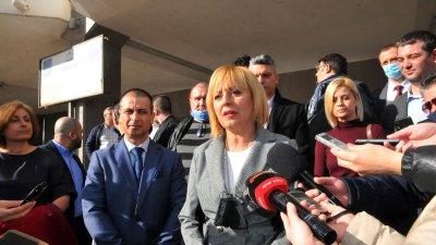 Естествено решение е Живко Табаков (на преден план вляво) да бъде водач на листата ни, каза Мая Манолова. Снимка Черноморие-бг