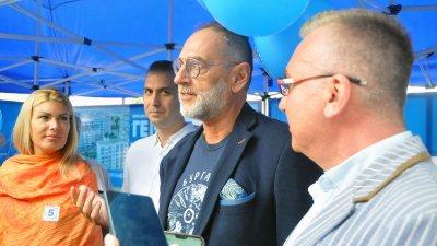 Любен Дилов - син (вторият отдясно наляво) изпрати писмо до водачите на другите листи в Бургас. Снимка Черноморие-бг