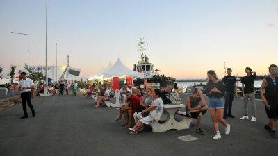 При изключително слаб интерес, зарази липса на реклама, протича фестивала. Снимки Черноморие-бг