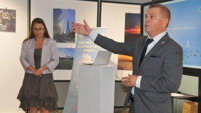 Новината за новия център обяви проф. Христо Бозов - управител на КОЦ - Бургас. Снимки Черноморие-бг