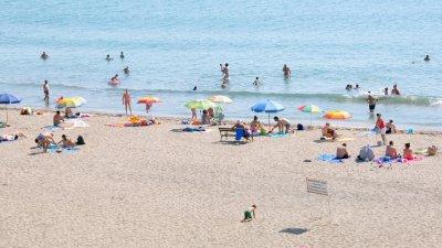 И днес ще бъде горещ летен ден по Черноморието, подходящ за плаж. Снимка Черноморие-бг