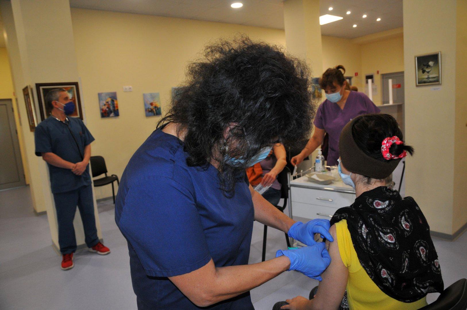 Имунизацията в цялата страна продължава с различни темпове. Снимка Архив Черноморие-бг