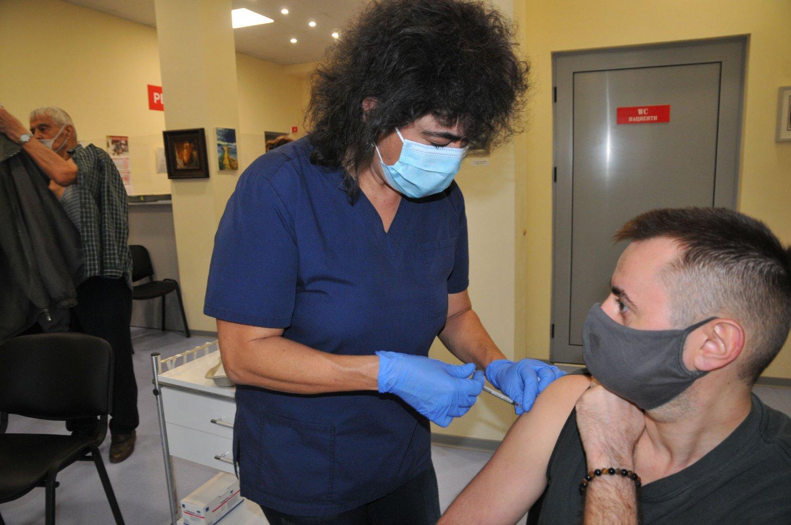 Ваксини ще се правят и в Комплексния онкологичен център в Бургас. Снимка Архив Черноморие-бг