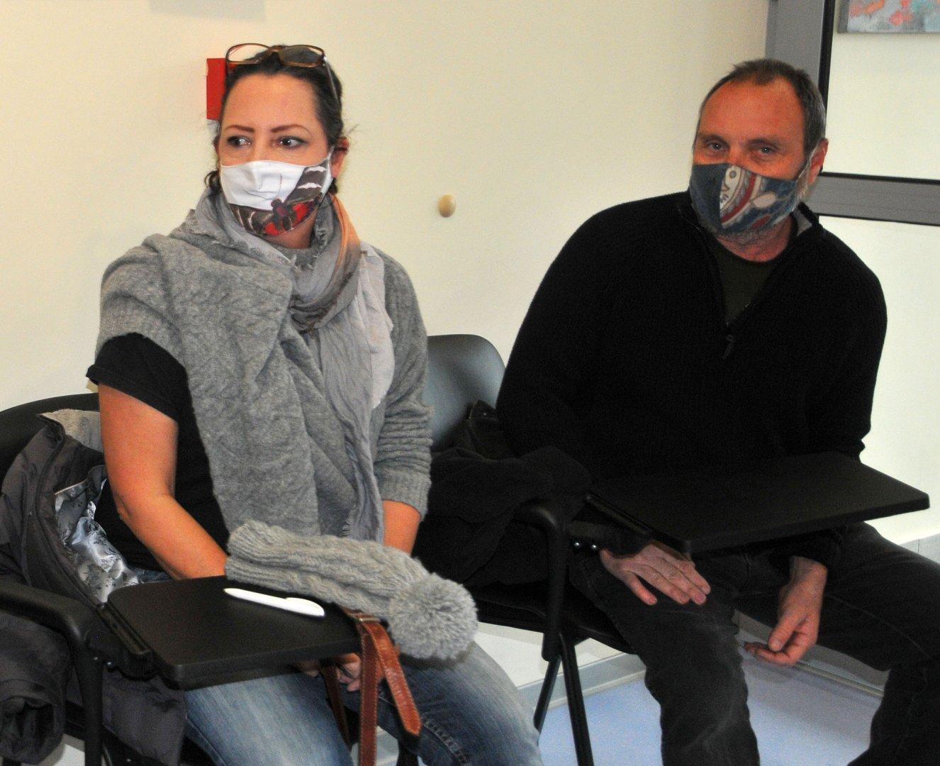 Англичанката Катрин Мартин бе сред първите, които се ваксинираха днес в Бургас. Снимки Черноморие-бг
