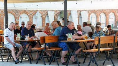 Засилват се проверките на места, където има струпване на хора в това число и в заведенията за хранена. Снимка Архив Черноморие-бг