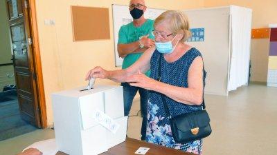 В община Бургас до урните са отишли 26,98% от имащите право на глас. Снимка Черноморие-бг