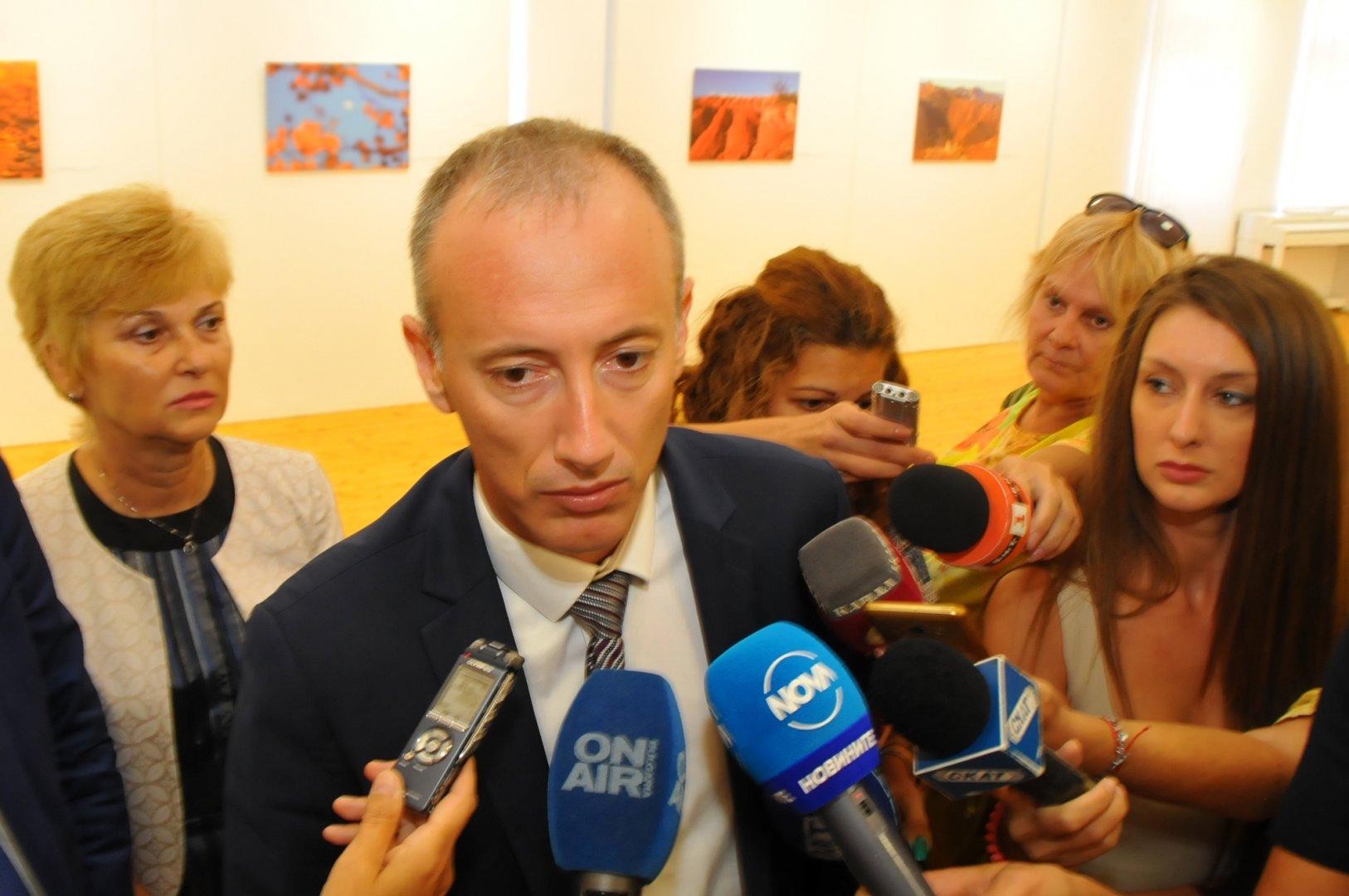 Министър Красимир Вълчев се срещна с учители в Поморие. Снимка Лина Главинова