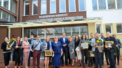 Отличията бяха връчени на церемония в Медицинския факултет на университет Проф. д-р Асен Златаров. Снимки Черноморие-бг