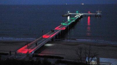 По случай националния празник символът на Бургас - Мостът ще свети в цветовете на трибагреника. Снимка Черноморие-бг