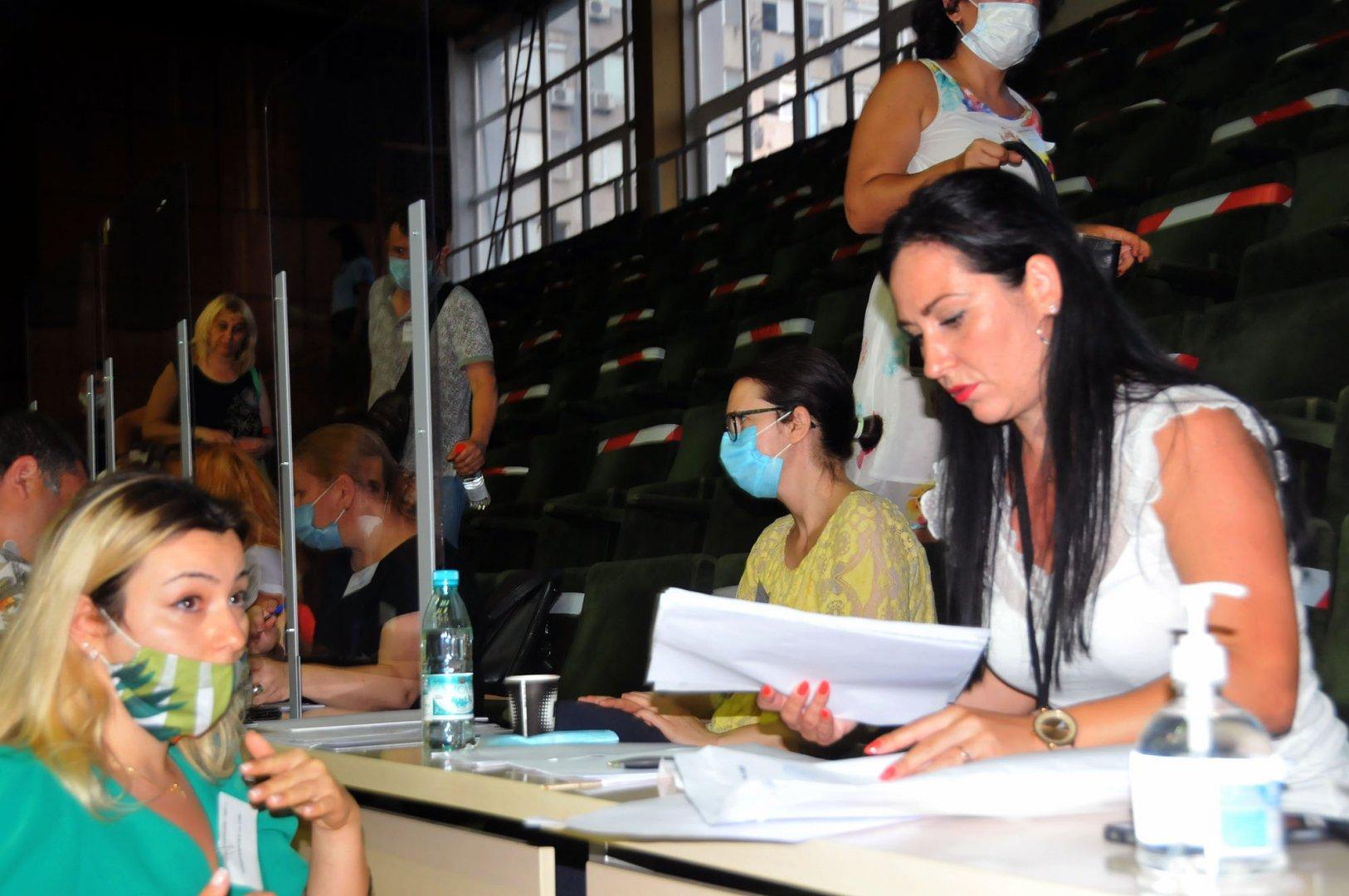В 05.00 часа сутринта бяха обработени на 100% протоколите от всички СИК в Бургаско. Снимка Черноморие-бг
