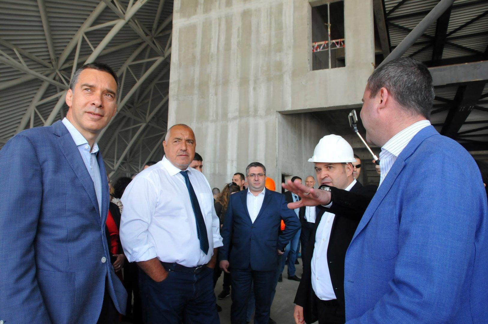 Димитър Николов (вляво) освен зам.-председател на ГЕРБ е и зам.-председателя на Изпълнителната комисия на партията. Снимка Архив Черноморие-бг
