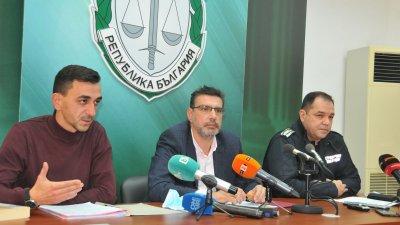 Срещу кмета на село Тича има образувано досъдебно производство, каза наблюдаващият прокурор Щилян Димитров (вляво). Снимка Черноморие-бг