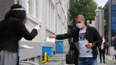 Ученици от VIII до XII ще минат на дистанционна форма на обучение. Снимка Архив Черноморие-бг