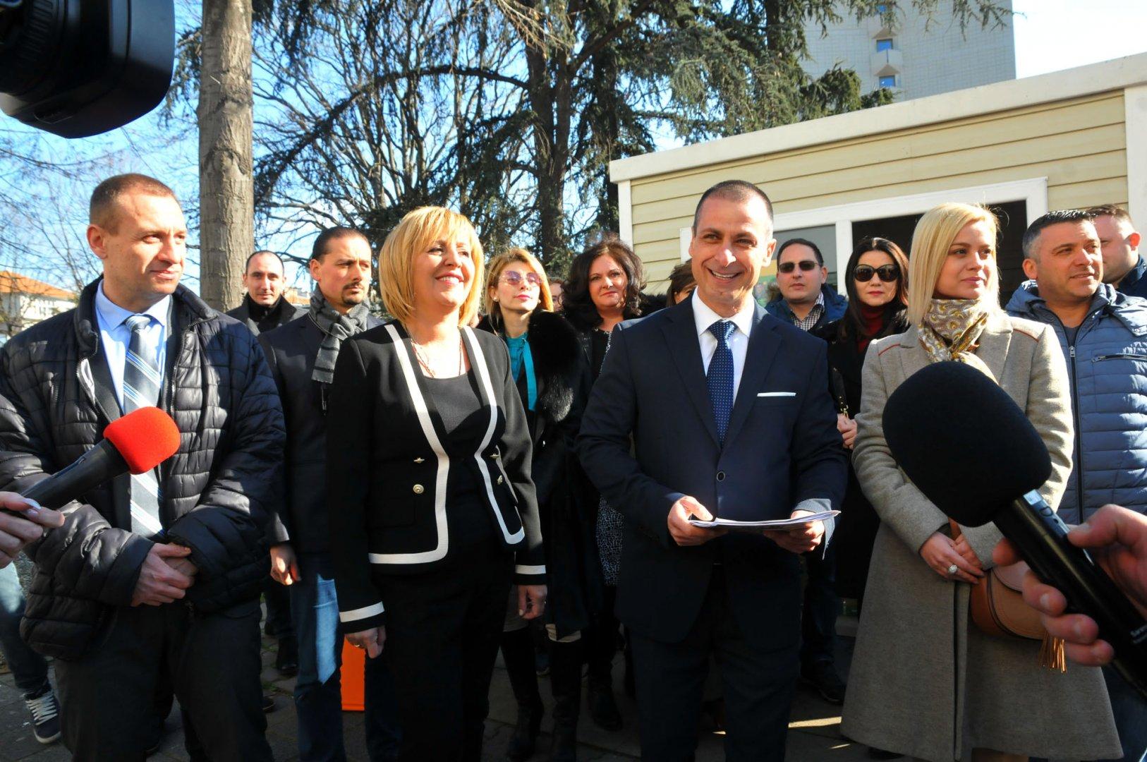 Живко Табаков - водач на листата в Бургас и Мая Манолова откриха кампанията в морския град. Снимки Черноморие-бг