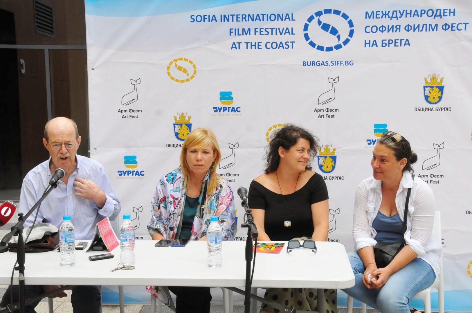 Проф. Георги Дюлгеров е председател на професионалното жури, което оценява филмите от конкурсната програма. Снимка Черноморие-бг