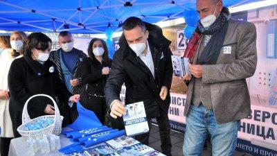 ГЕРБ откри своята предизборна шатра на централната бургаска улица Алеко Богориди. Снимки Черноморие-бг