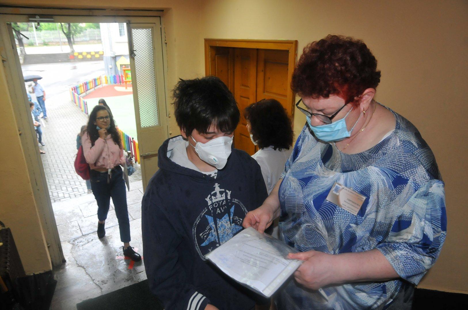 Изпитите се проведоха в 49 училища на територията на Бургас и региона. Снимка Архив Черноморие-бг