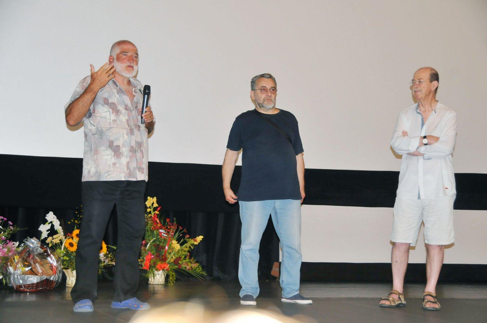 Част от екипа на филма присъства на прожекцията в зала Тончо Русев на Културен дом Бургас. Снимки Черноморие-бг