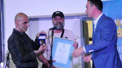 Сред наградените е и екипът на списание Море, което празнува 40 години от първия си брой. Снимки Черноморие-бг