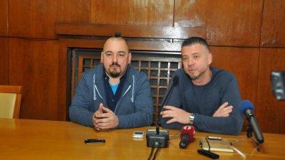 Фестивалът ще се проведе на 9-ти и 10-ти август на територията на пристанището, каза организаторът Николай Тодоров (вляво). Снимка Лина Главинова