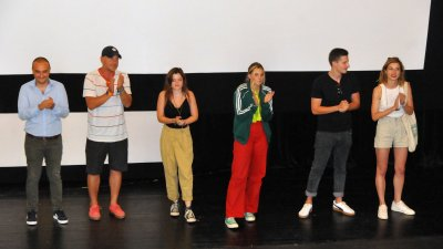 Продуцентът на филма Петя на моята Петя - Николай Урумов (вляво) и актьорите, участвали в него присъстваха на премиерата в Културен дом Бургас. Снимки Черноморие-бг