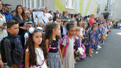 15-ти септември винаги е най-вълнуващ за първокласниците. Снимка Архив Черноморие-бг