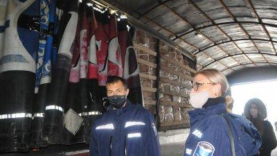 Контрабандните цигари са открити в ремаркета със стоки, натоварени на ферибот. Снимки Черноморие-бг