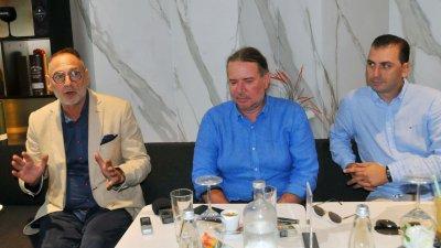 Разкриване на Кръвен център е един от приоритетите ни в парламента, заяви Любен Дилов - син (вляво). Снимка Черноморие-бг