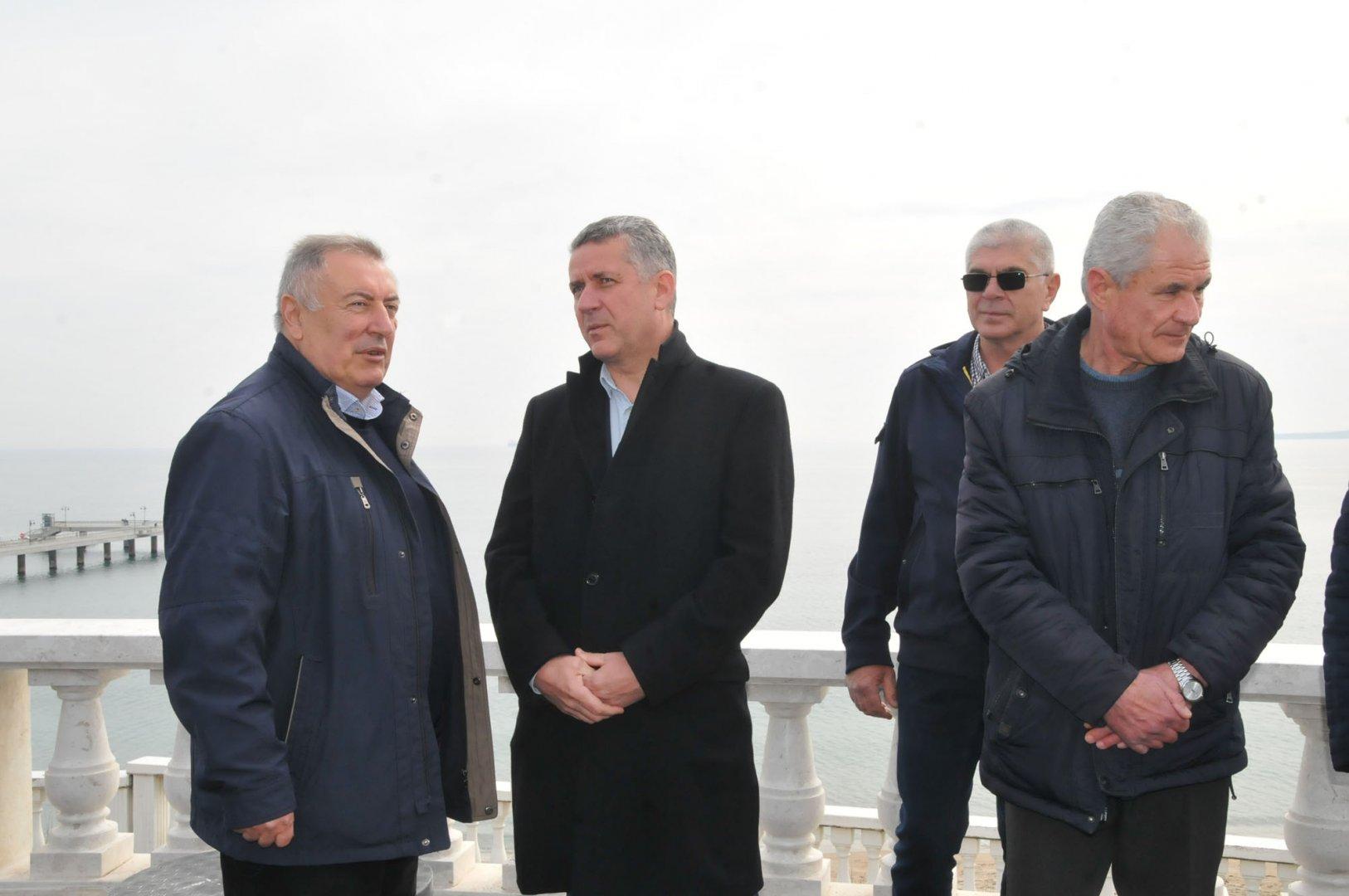 Павел Маринов (вторият отляво надясно) бе кандидат за депутат от БСП за България през април, сега води листата на Лява алтернатива. Снимка Черноморие-бг