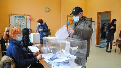 47 753 български избиратели са отбелязали в бюлетината квадратчето с текст - не подкрепям никого. Снимка Черноморие-бг