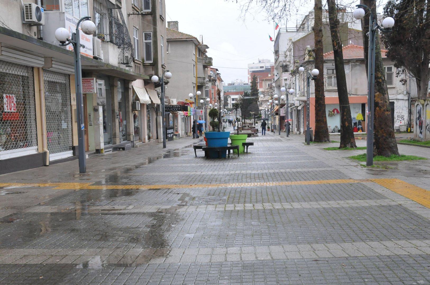 По предварителни данни на Националния статистически институт наетите лица по трудово и служебно правоотношение в област Бургас към края на март 2021 г. се увеличават с 53%. Снимка Архив Черноморие-бг