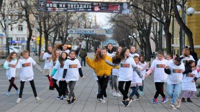 Танцьорите от Дюн се включиха във флашмоб. Снимка Лина Главинова