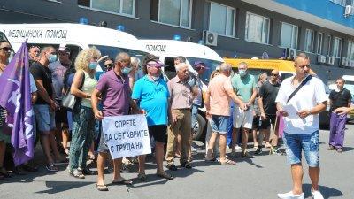 Медицинските служители от ЦСМП Бургас подкрепиха днес колегите си от страната. Снимки Черноморие-бг
