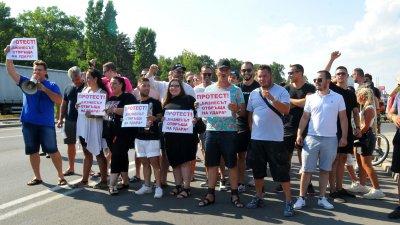 Собственици на заведения протестират срещу мерките, които правителството възнамерява да наложи във връзка с влошаване на пандемичната обтановка. Снимки: Черноморие-бг