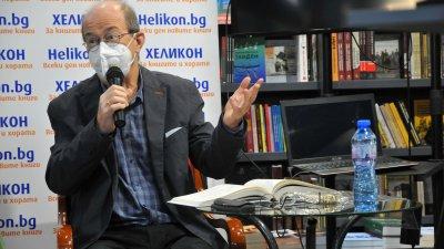 Заради противоепидемичните мерки, професор Дюлгеров няма да свали маската от лицето си. Снимка Черноморие-бг