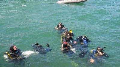 21 водолази участваха в акцията по почистване на морското дъно. Снимки Лина Главинова