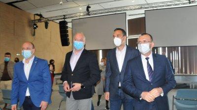 Министърът в оставка Росен Желязков (вторият отляво надясно) посети Конгресния център в Бургас. Снимки Черноморие-бг