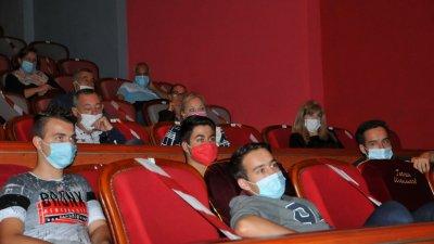 Участниците в кинокласа стават и част от Младежкото жури, което определя носителя на наградата на областния управител. Снимка Архив Черноморие-бг
