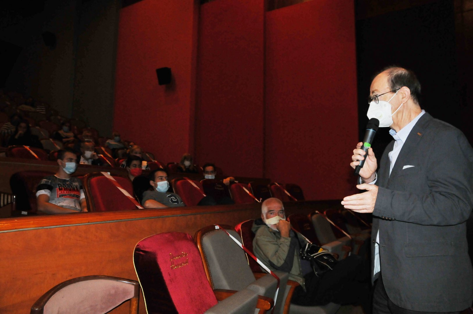 Филма, по който ще работят участниците е избран от проф. Георги Дюлгеров. Снимка Архив Черноморие-бг