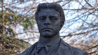 Общоградското поклонение ще бъде пред паметника на Левски