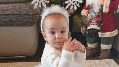 Малката Валерия е на осем месеца