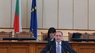 Лицензът, който се издава на фирмите да не може да бъде връщан при започнали производства, за да не се бяга от административни наказания, зяви от трибуната депутатът от ГЕРБ Иван Вълков
