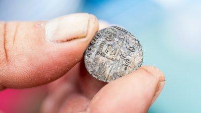 Монетите са с образа на Иисус и на свети Марко. Снимки РИМ - Бургас