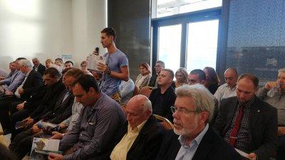 В срещата участваха представители на съсловните организации