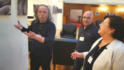 Тодор Ставрев (вляво) ще открие изложбата си на 21-ви март в парламента