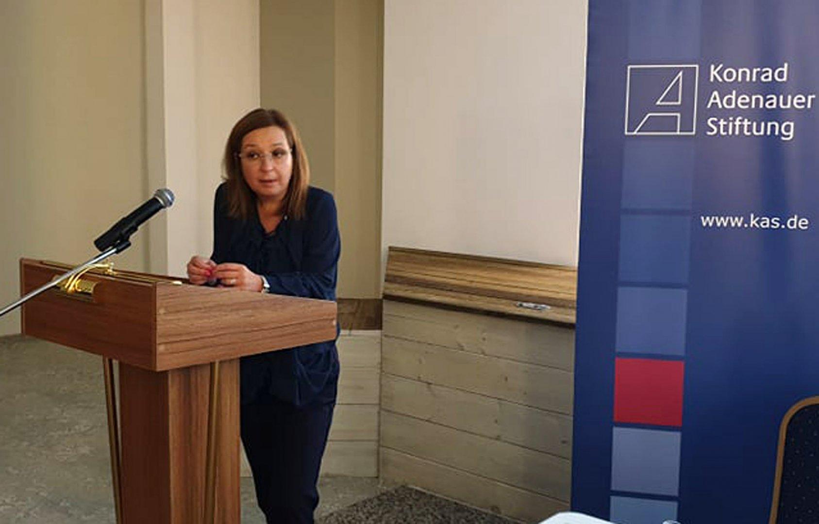 Зам.-министър Зорница Русинова бе един от лекторите на форума. Снимка пресцентър ГЕРБ