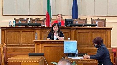 Галя Желязкова отправи питане от трибуната на Народното събрание