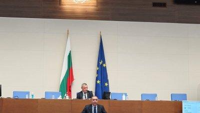 Народният представител Иван Вълков коментира гласуваните промени. Снимка ГЕРБ